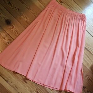 Hollister peachy pink skirt with side split